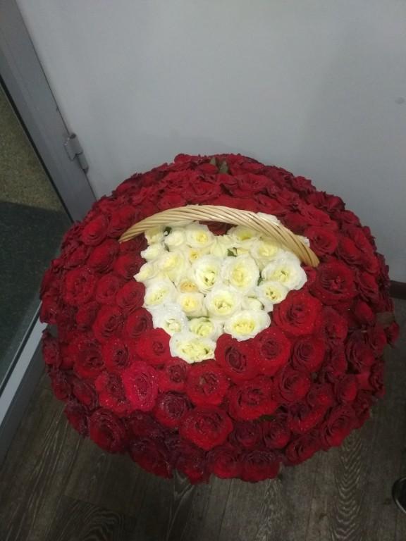 Корзина из 131 роза