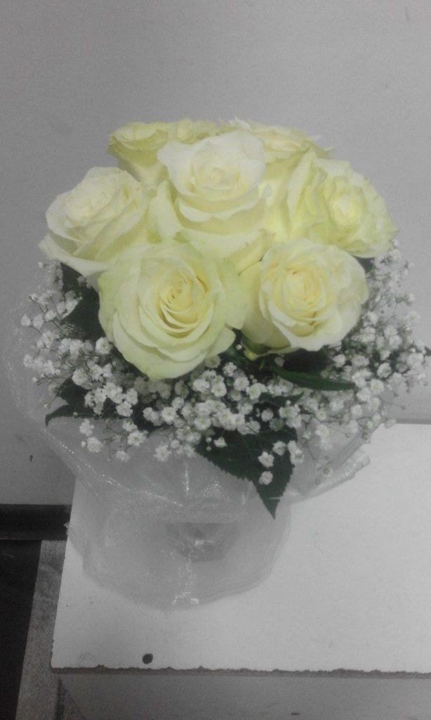 Голландские розы с гипсофилой