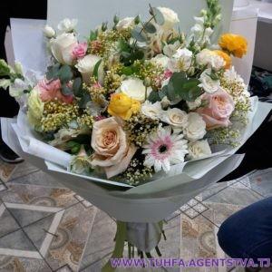 Роскошный букет из роз 02