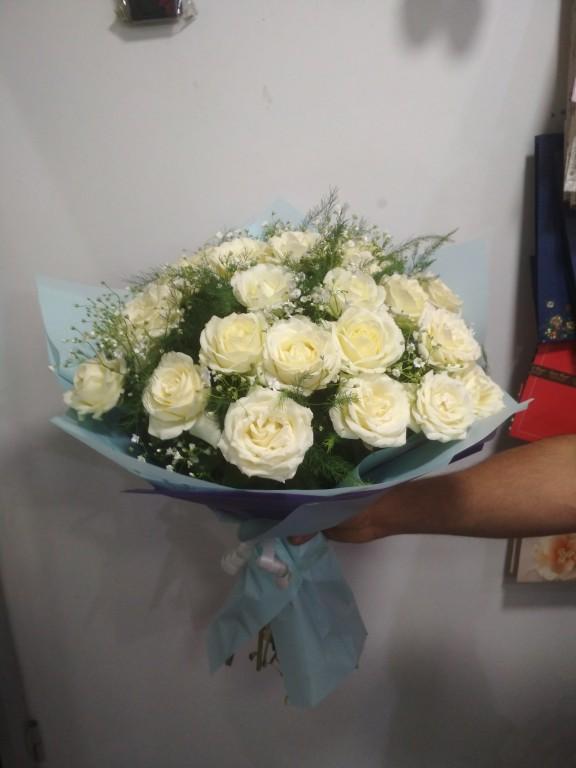 Букет местная белая роза - 25 роза
