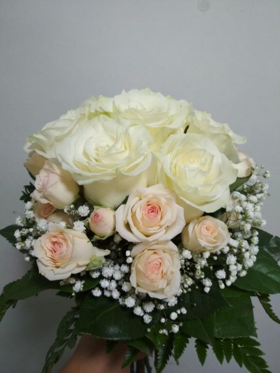 7 шт голландских роз+3 шт кустовых роз
